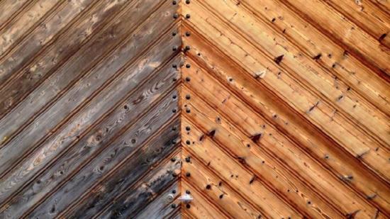 Tryskání suchým ledem - dřevo